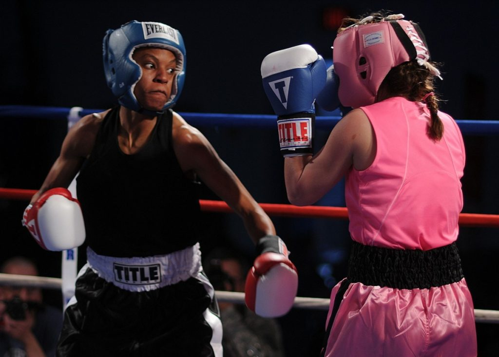 boxers_females_boxing_sport_fitness_glancing_blow_ring_punch-867109